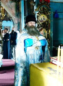 Священноинок Сергий совершает Литургию древнерусским чином
