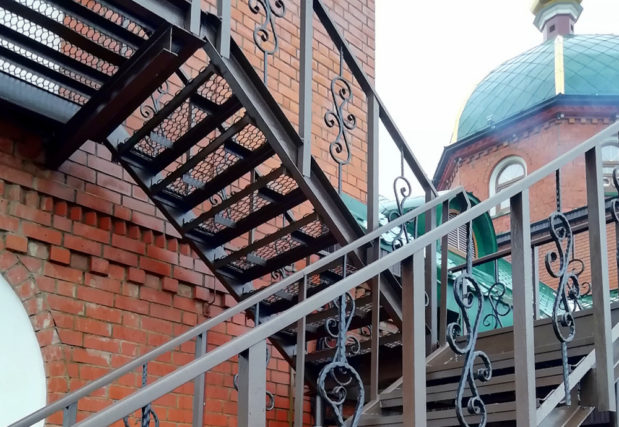 Окончены работы по ремонту лестницы на колокольню