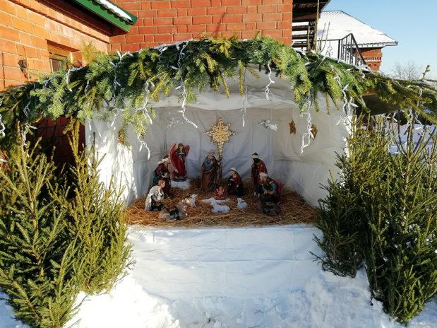 К празднику Рождества Христова сооружен традиционный вертеп