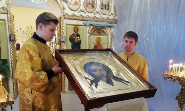 Мастера из Подмосковья изготовили икону на Горнее место